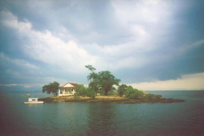 Kleine Insel in der Bucht von Guanabara, Rio de Janeiro