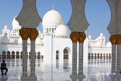 Kleine Menschen, große Moschee