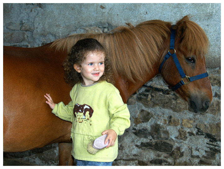 Kleine Pferdefreundin