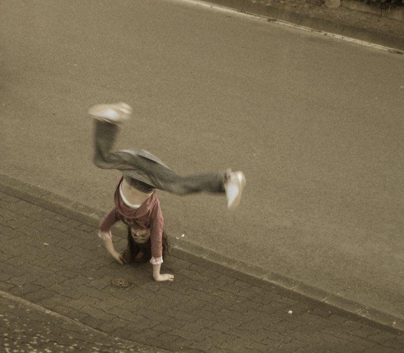 kleine Straßenkünstlerin