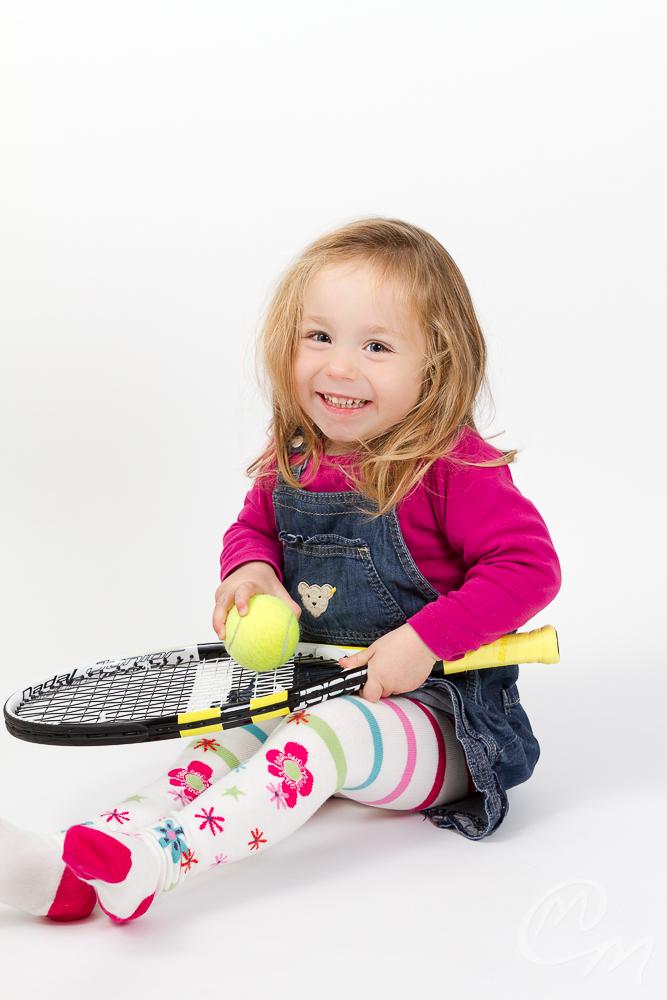 Kleine Tennisspielerin
