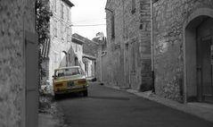 Kleine, verwinkelte alte Gasse in Gruissan Süd Frankreich......