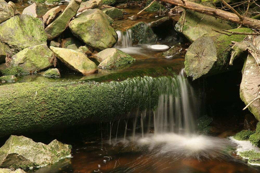 kleine Wasserfallstufe
