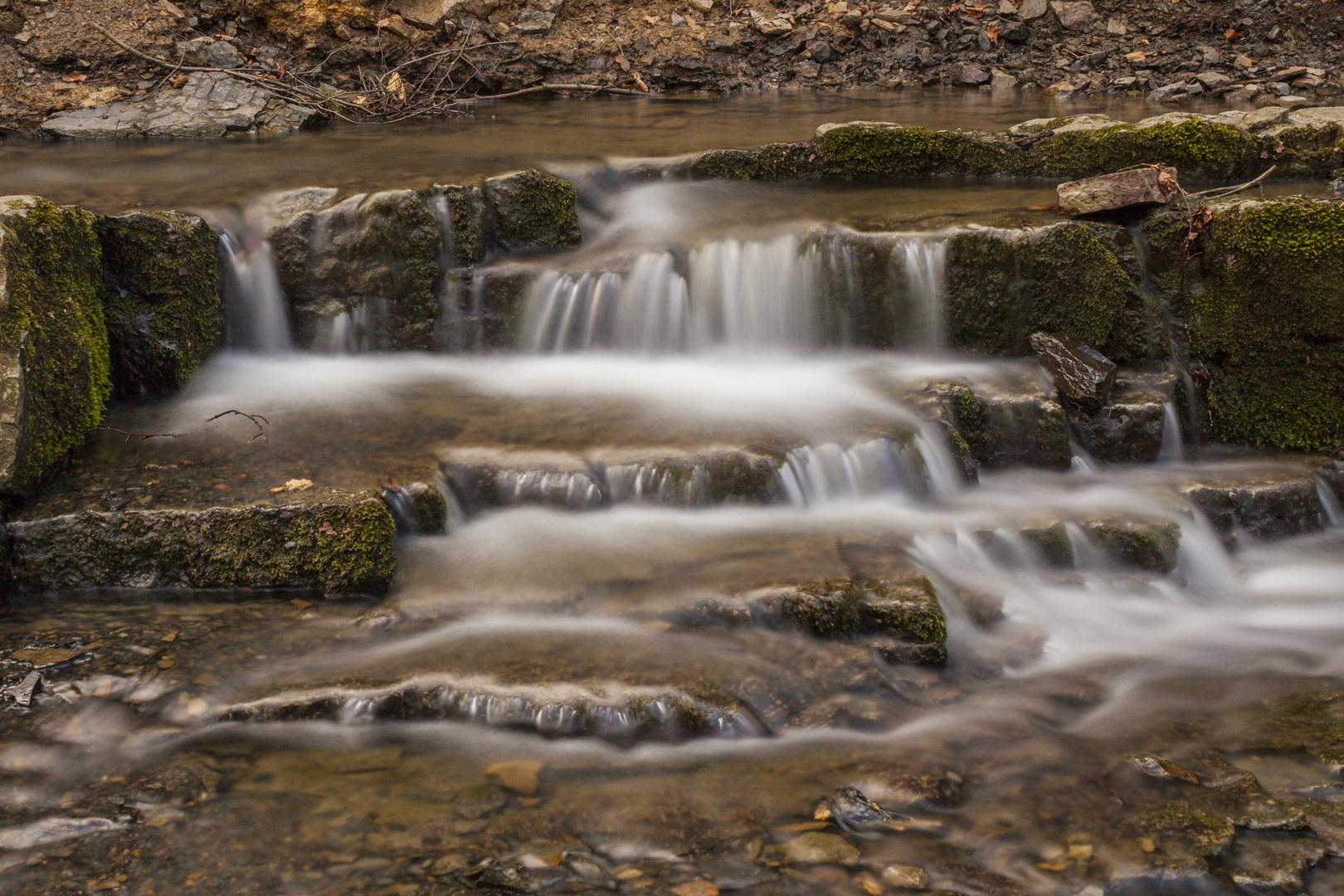 Kleiner Bachlauf - Großer Wasserfall?