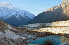Kleiner Bergsee bei Bhimtang auf dem Manaslu-Trek