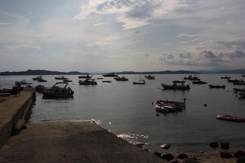 """kleiner """"Hafen"""" an einer Bucht"""