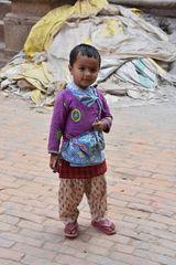 Kleiner Junge in Kirtipur im Kathmandu-Tal