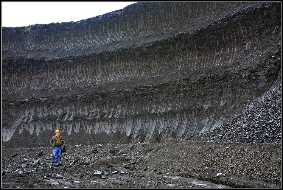 Kleiner Mann und ganz viel Kohle... (Tagebau Schleenhain)