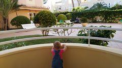 Kleiner Mensch entdeckt die Welt