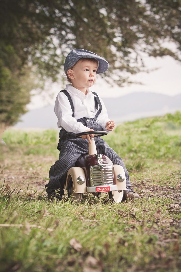 Kleiner Rennfahrer