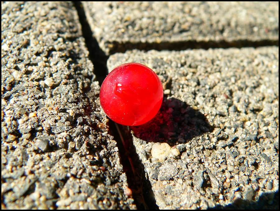 Roter Ball 5