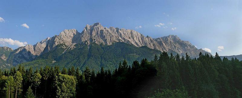 Kleiner und großer Waxenstein sowie Zugspitze (rechts)