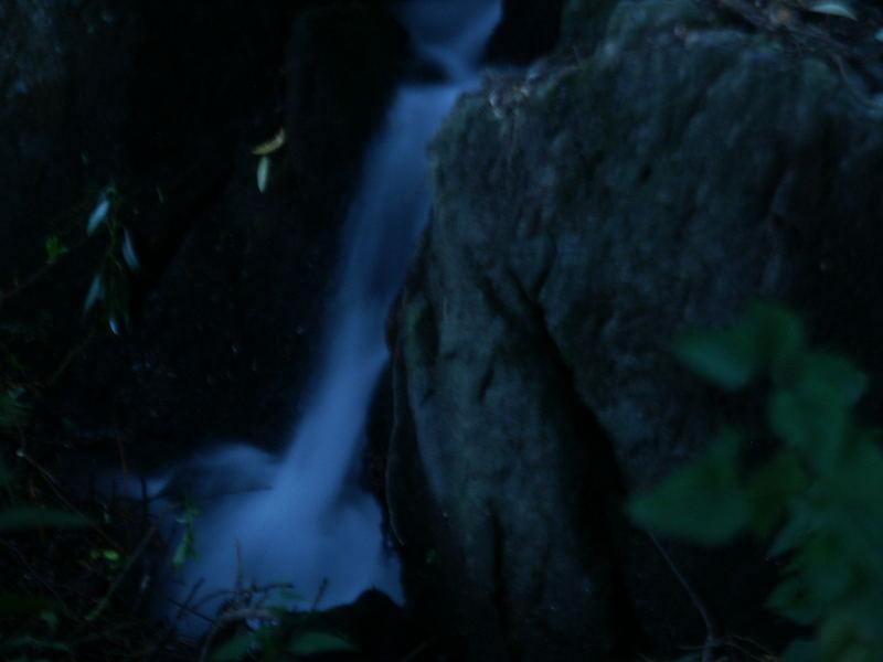 Kleiner Wasserfall in der Erdbach