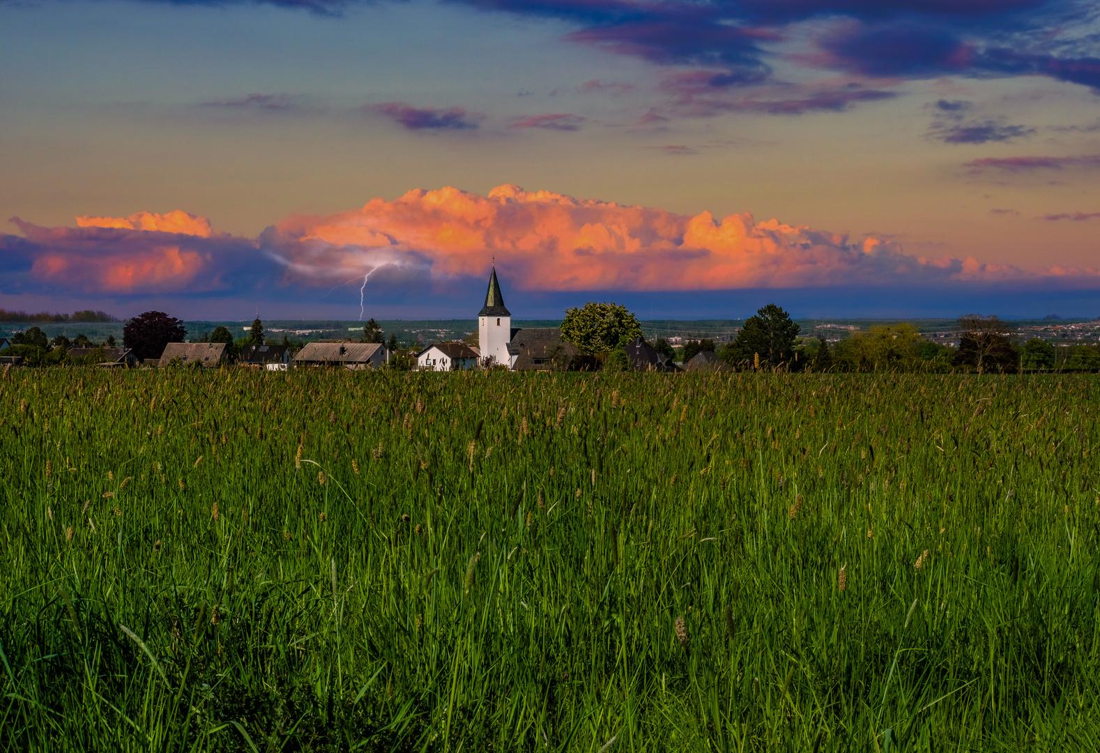 Kleines Dorf am Rande der Eifel