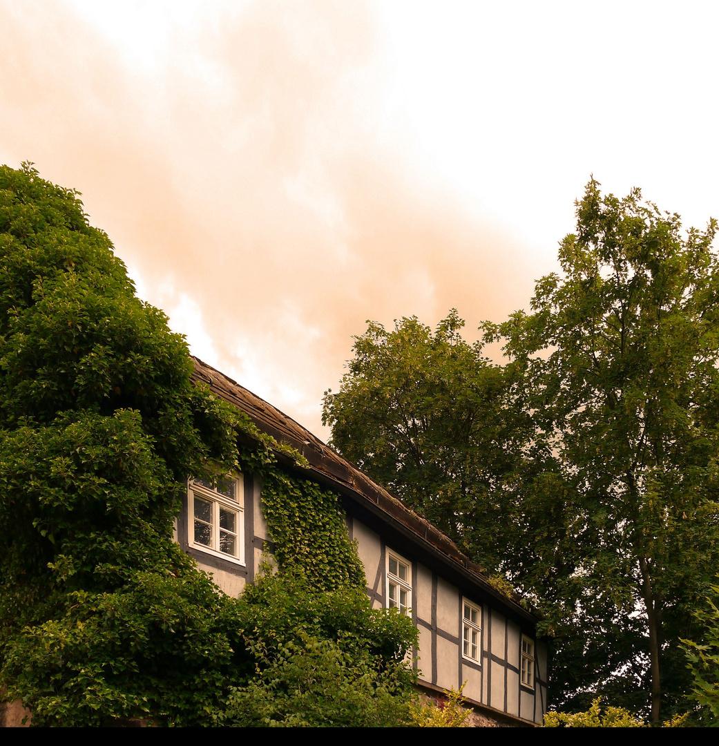Kleines Fachwerkhaus am Hang in Höxter.