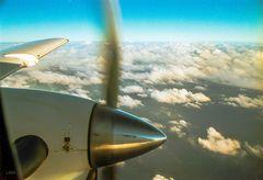 Kleines Flugzeug, großes Meer