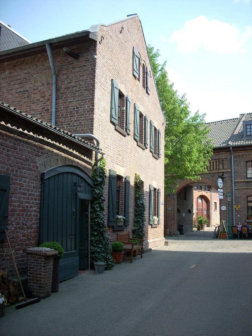 Kleines Haus In Kleiner Stadt Foto Bild Architektur