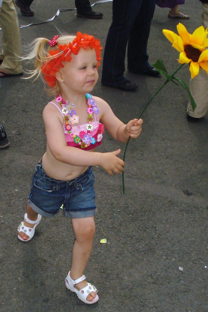 Kleines Hippiemädchen beim Schlagermove 2010
