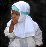 Kleines Moslemmädchen auf Bali