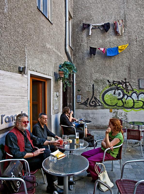 Kleines Straßencafé ...