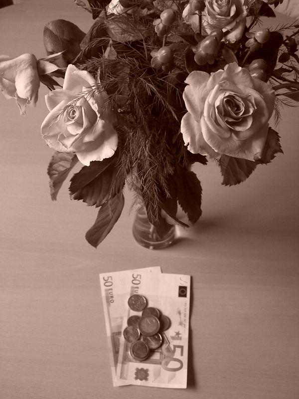 Kleingeld vor welken Rosen