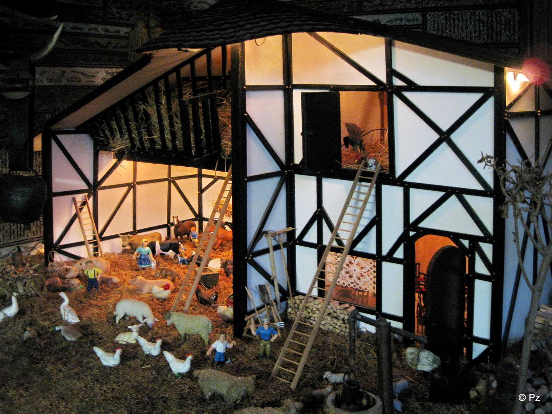 Kleinkunst in Form eines Bauernhofes (1) ...