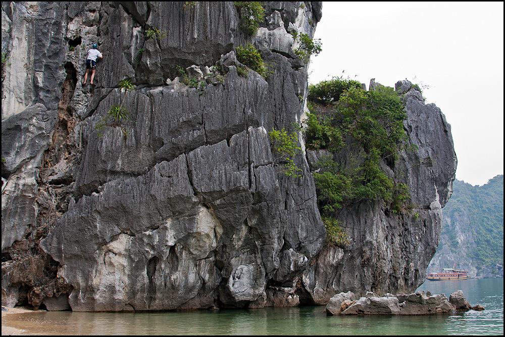 Klettern in der Halong Bay Vietnam