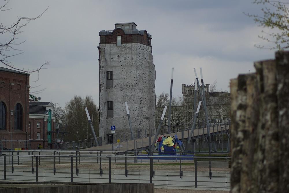 Kletterturm und Brücke