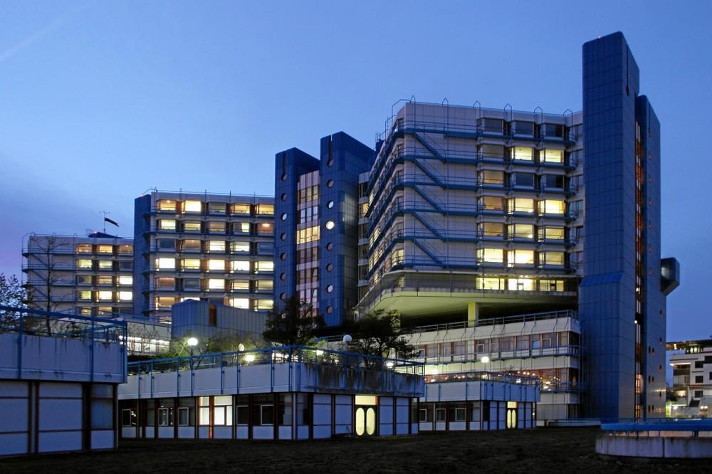 Klinikum in Bamberg zur blauen Stunde