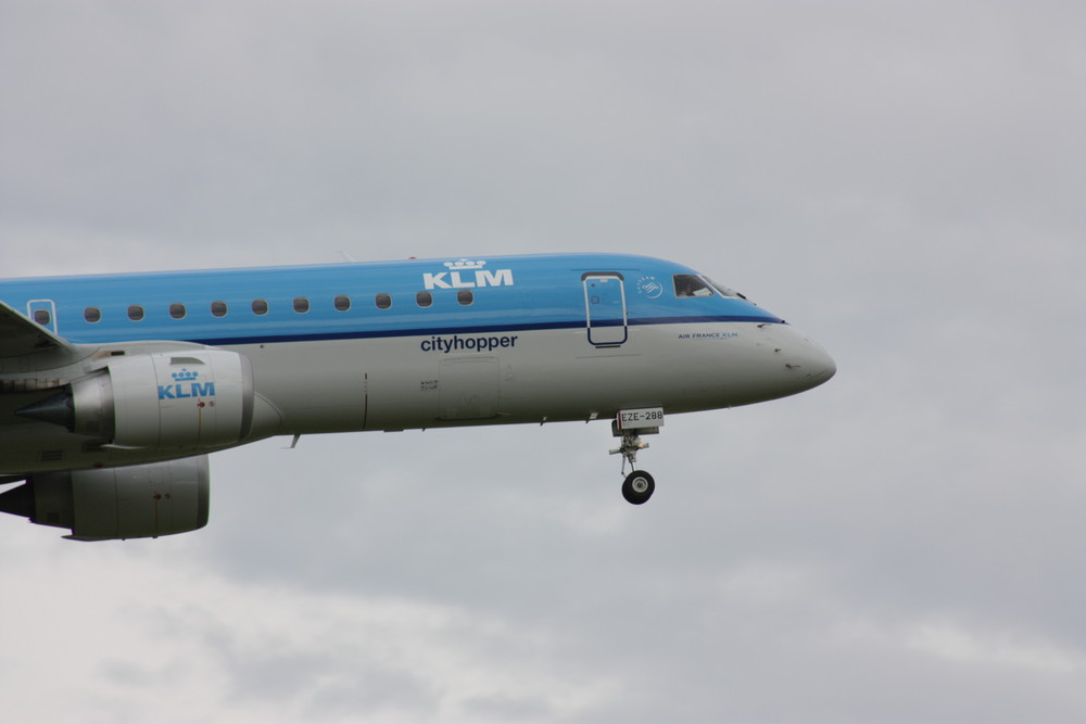 KLM Embraer 190 im Landeanflug Zürich-Kloten