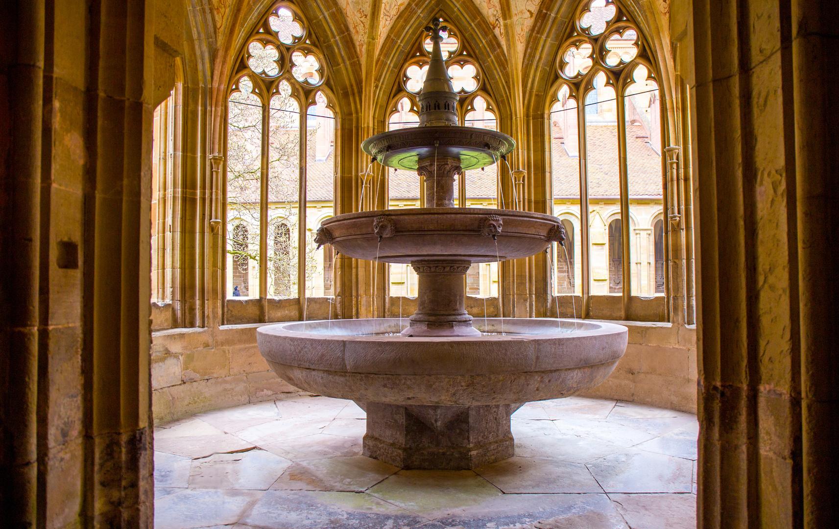 Kloster Maulbronn (5) - der dreischalige Brunnen