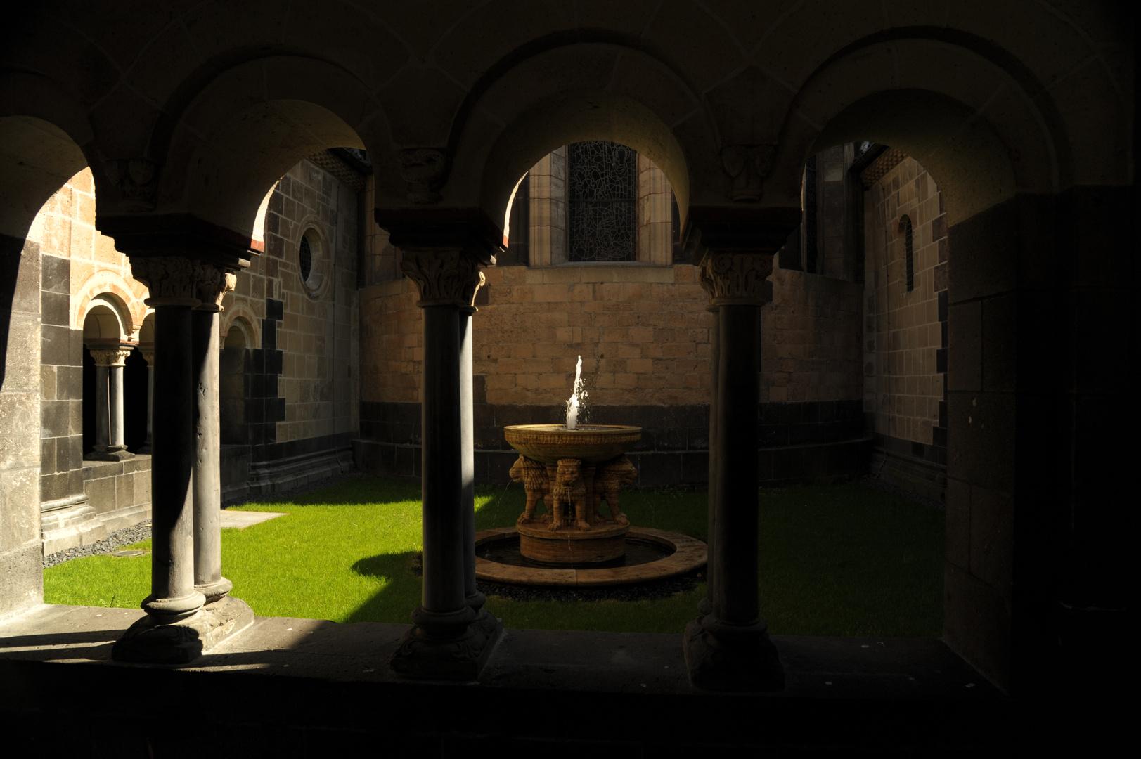 Klosterkirche Maria Lach, Springbrunnen