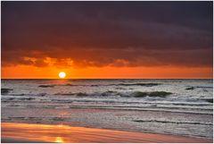 knalliger Sonnenuntergang