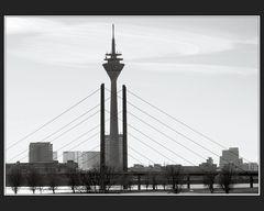 Kniebrücke Rheinturm Stadttor