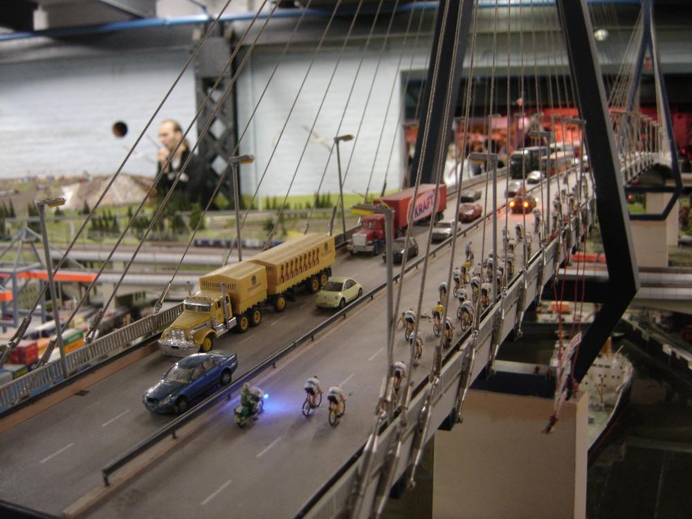 Köhlbrandbrücke als Modelleisenbahn Miniatur
