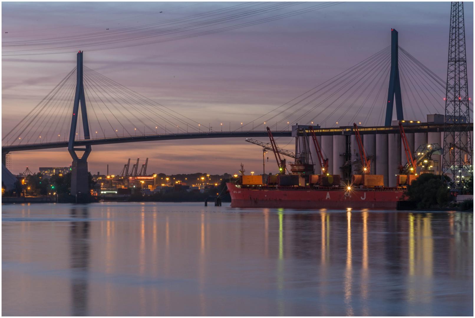 Köhlbrandbrücke am Abend