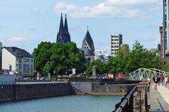 Köln - am Schokoladenmuseum mit Blick auf den Dom