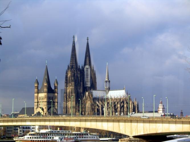 Köln aus der Strassenbahn Jan.-2004 !