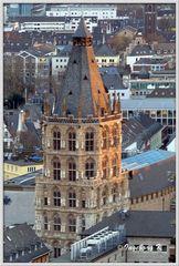 Köln - Blick vom Dom auf das Rathaus im Abendlicht