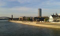 Köln - Blick von der Deutzer-Brücke auf das rechte Rheinufer