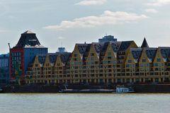 Köln - Blick von Köln-Deutz auf den Hafen und die Häuserfront