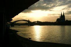 Köln - Hohenzollernbrücke und Dom im Abendlicht