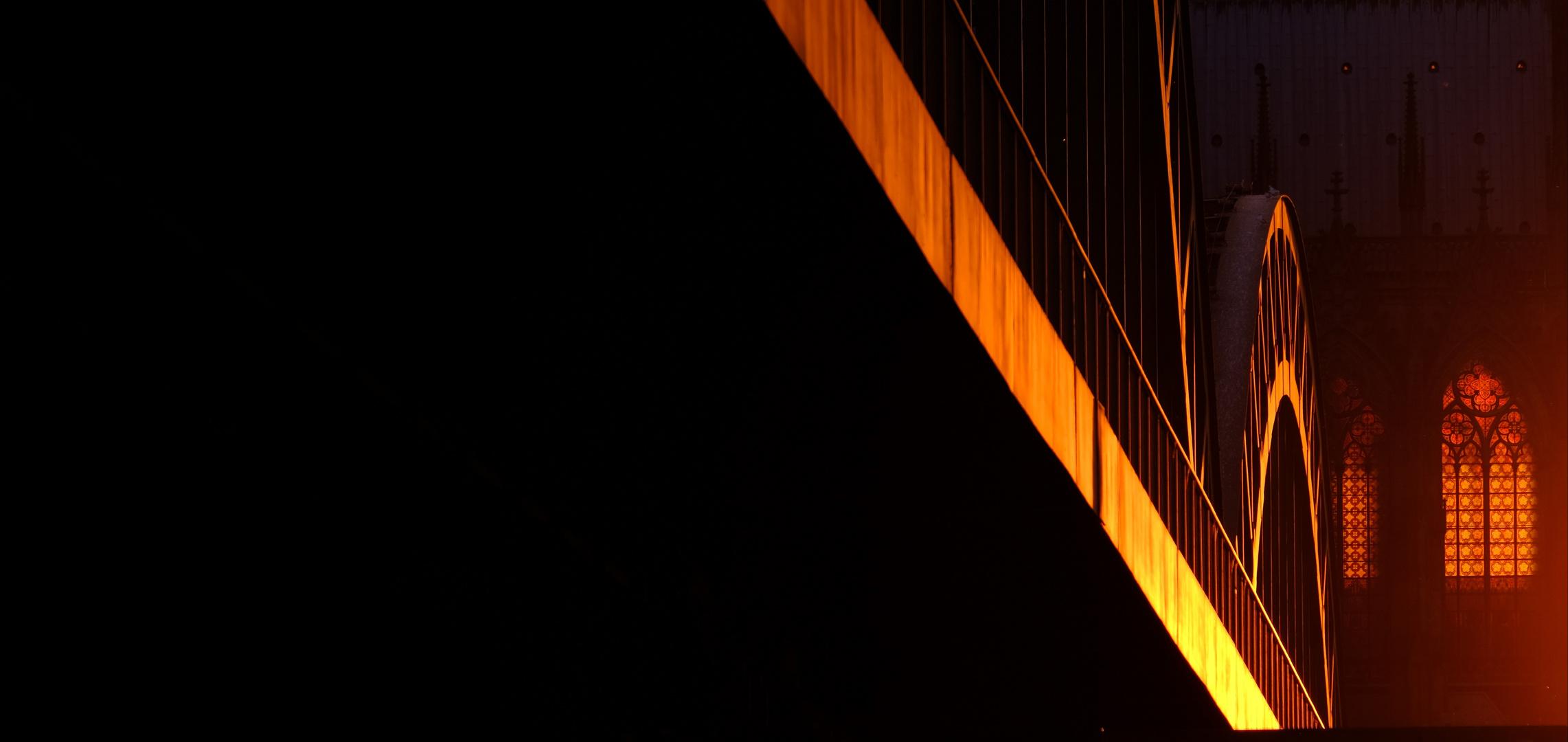 Köln - Hohenzollernbrücke und Domfenster im Sonnenuntergang