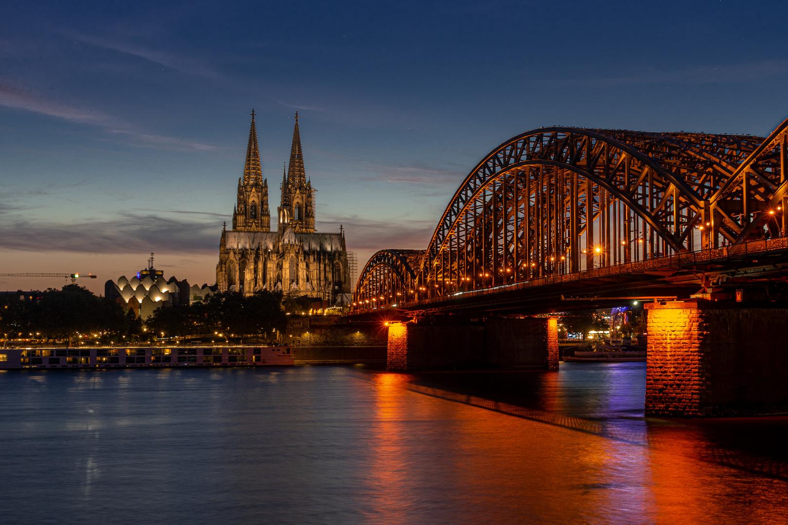 Köln in der blauen Stunde