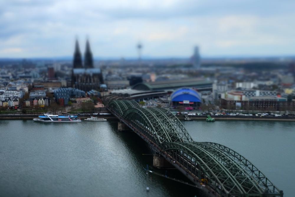 Köln in Höhe von Rheinstromkilometer 688,5