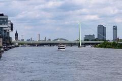 Köln - Kranhäuser - Blick auf die Brücken und Deutz