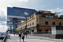 Köln - Kranhäuser---Fluss-Seite