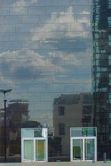 Köln - Kranhäuser  Spiegelung in der Hausfassade