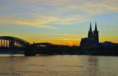 Köln - kurz bevor die Lampen angeh' n ...
