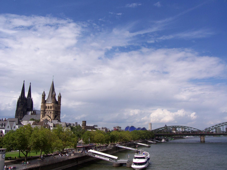 Köln mit Blick auf die Hohenzollernbrücke und mit nem kleinen blick aufen Kölner Dom